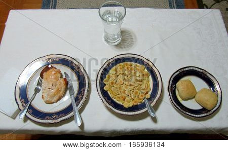 A dinner table arrangement for one person