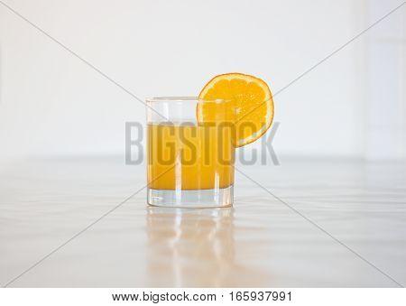 fresh orange juice in glass with the slice of orange