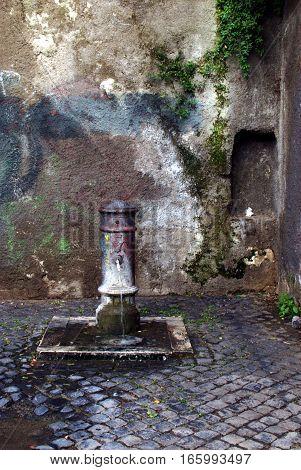 Passeggiando per le strade di Roma, tipica fontana