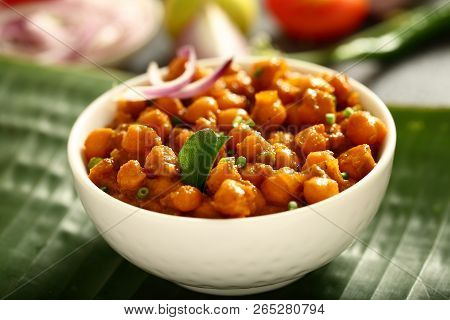 Delicious Homemade Channa Masala Curry, Chick Peas - I Ndian Cuisines.