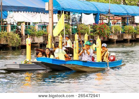 Samutsakorn, Thailand - July 27, Thai People In Boat Parading Traditional Of Candles To Temple At Ka
