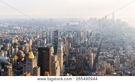 New York, Usa - Sep 17, 2017: 5th Avenue, Broadway And Flatiron Building In Sun Light. Manhattan Mid