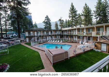August 4 2018 - South Lake Tahoe, Ca: Typical Motorcourt Style Motel At The Alpine Inn And Suites In