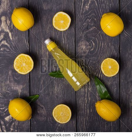 Spread Out The Lemon Slices And Whole Fruit, Lemon Juice On Dark Boards