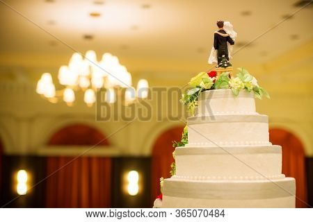 Figurines Of The Bride And Groom On A Wedding Cake.funny Figurines Suite At A Luxury Wedding White C