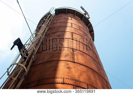 Sloss Furnaces National Historic Landmark, Birmingham Alabama Usa, Caged Ladder Up The Side Of A Ste