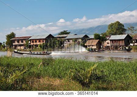 Inle Lake, Myanmar - Nov 08, 2019: Wooden Floating Houses On Inle Lake In Shan, Myanmar. Inle Lake I
