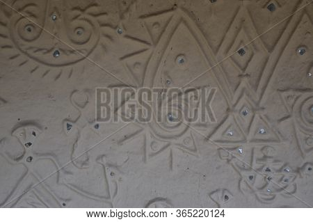 Bhopal, Madhya Pradesh/india : January 15, 2020 - Antique Designer Clay Wall Made By Tribes At Manav