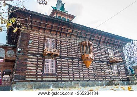 Downtown Srinagar, Kashmir, India: Dated- April 20, 2020: Entrance To A Famous Shrine In Srinagar Ka