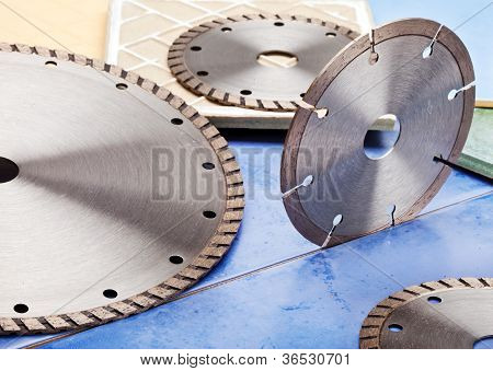 Diamond discs for cutting of tile