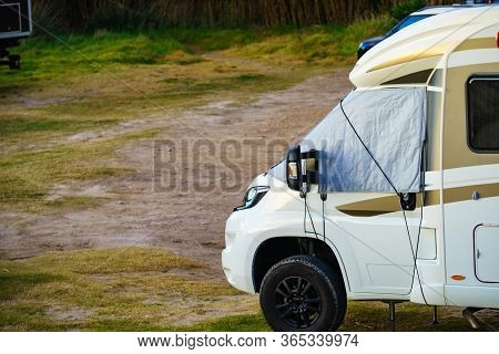 Camper Car With External Thermal Screen Blind At Front Windscreen And Leveling Support Hydraulic Ste