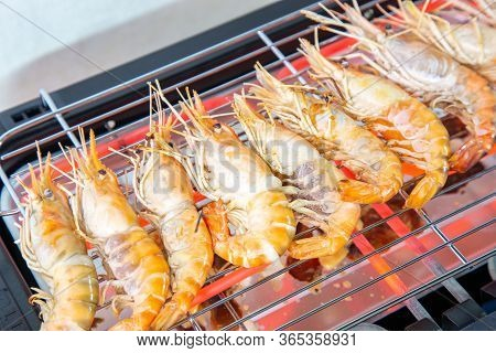 Cooking Grilled Shrimp With An Electric Grill.