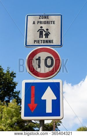 Road Sign Pedestrian Priority Written In French Language, 10 Kilometers Per Hour And Priority Direct