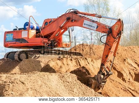 Kirishi, Russia - 8 May, An Excavator Is Collecting Sand In A Bucket, 8 May, 2020. Start Of Construc