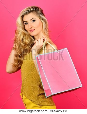 Easy And Fast. Sexy Blond Woman Go Shopping. Best Give-away Ever. Special Offer Just For You. Gifts
