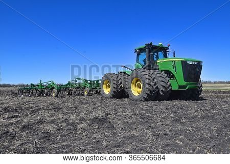 Moorhead Minnesota, April 29, 2020: The John Deere 9410r Tractor And Digger Farming Machinery Are  P