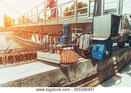 Urban Wastewater Treatment Plant, Round Sedimentation Tank With Special Cleaning Equipment, Toned