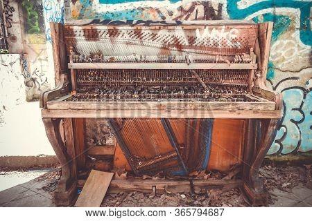 Bordeaux/france - April 18, 2018 : Broken Piano And Graffitis In Darwin Old Buildings, Caserne Niel.