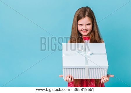 Holidays, Presents, Christmas, Childhood And Birthday Concept - Smiling Little Girl With Gift Box Ov