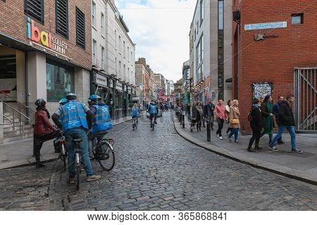 Dublin, Ireland - February 16, 2019: Temple Bar District - Street Atmosphere In The Famous Irish Pub