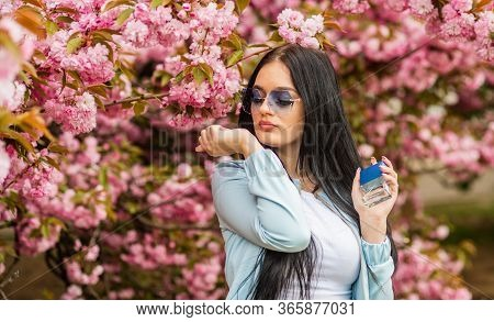 Spring Perfume. Fancy Style. Aromatic Compounds. Tenderness. Give Pleasant Scent. Eau De Toilette. L