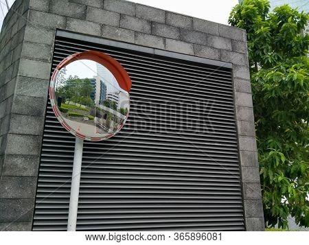 Wtc Ii, Sudirman, Jakarta, Indonesia - April 28, 2020 : Convex Glass Mounted In An Office Area