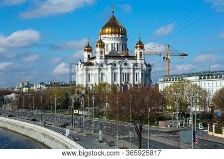 Russia, Moscow, May 2020. Prechistenskaya Embankment. Cathedral Of Christ The Savior. Empty Streets