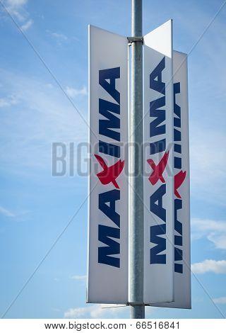 MAXIMA store sign