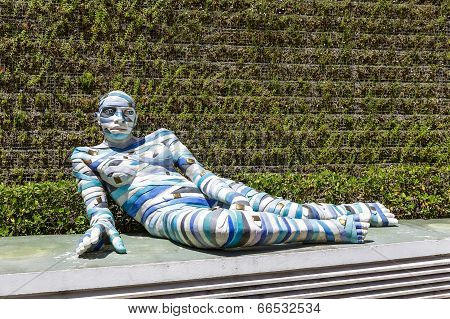 Re Cinta, Sculpture At The Exposition In Cannes