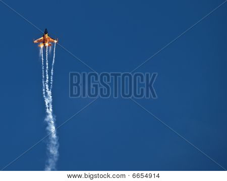 Rnlaf  F-16 Fighting Falcon And Flares