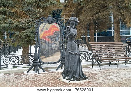 Nizhny Novgorod. Sculpture Of Lady In The Mirror