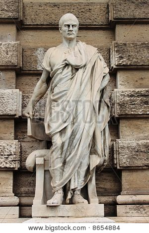 Statue of Papiniano