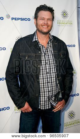 NEW YORK-JAN 31: Country singer Blake Shelton attends PepsiCo Honors Bob Woodruff Foundation with Blake Shelton Concert from #PEPCITY at Bryant Park on January 31, 2014 in New York City.