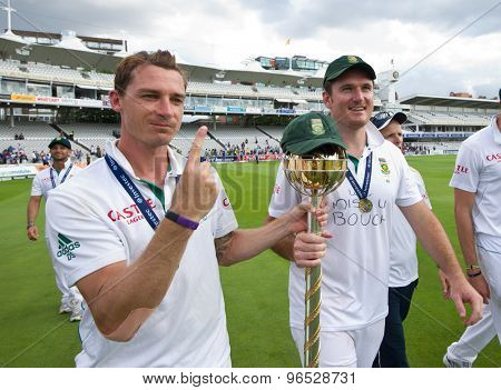 LONDON, ENGLAND. AUGUST 20 2012 South Africa's Dale Steyn and Graeme Smith with the Mace for becoming the No1 test team in the world after winning the third test match between England and South Africa