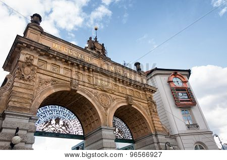 he famous Brewery Gate is the entry point to the area of the world-renown Pilsner Urqell Brewery