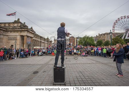 EDINBURGH, SCOTLAND. AUGUST 23. Artists perform during the Edinburgh Fringe on August 23, 2016 in Edinburgh, Scotland