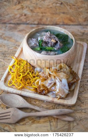 Wide noodles and crispy yellow noodle with in a creamy gravy sauce in Thai language call is