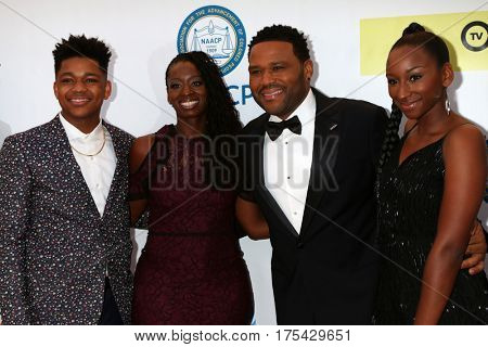 LOS ANGELES - FEB 11:  Nathan Anderson, Alvina Stewart, Anthony Anderson, Kyra Anderson at the 48th NAACP Image Awards Arrivals at Pasadena Civic Auditorium on February 11, 2017 in Pasadena, CA