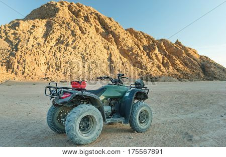 Extreme entertainment in the desert on a 4-wheeler