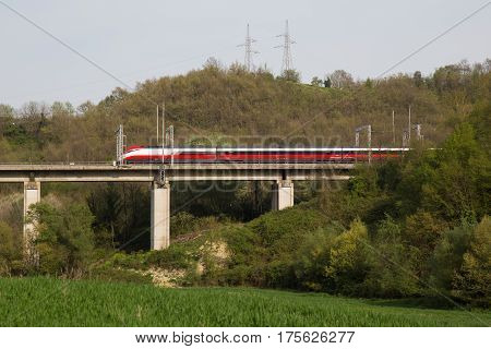 High-speed train that passes over a viaduct