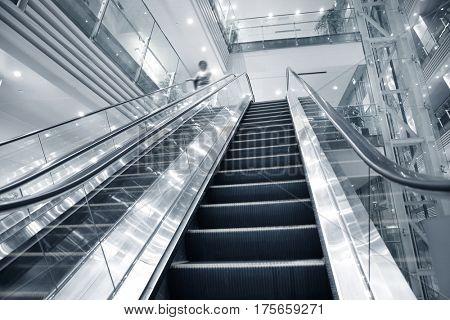 Mall elevator