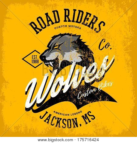Vintage American furious wolf bikers club tee print vector design isolated on yellow background.  Mississippi, Jackson street wear t-shirt emblem. Premium quality wild animal superior logo concept illustration.