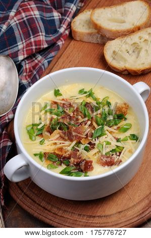 Creamy Loaded Baked Potato Soup with Bacon and Cheesegreen onions