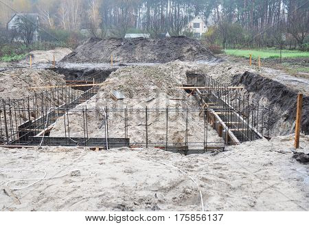 Building a Foundation for a new house. Types of Foundations in Building Construction.