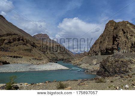 Along Way At Leh To Fatu La Is A Mountain Pass On The Srinagar-leh Highway In The Himalayas Zaskar R