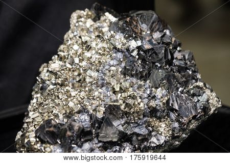 hubnerite pyrite quartz black mineral fools gold