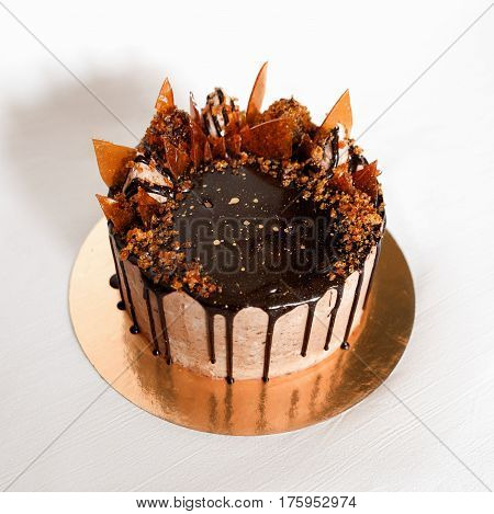Cake with chocolate and a caramel decor
