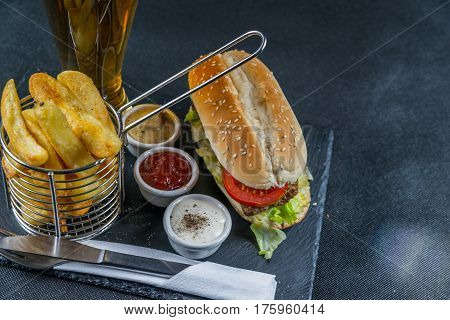Crusty White Bread With Sesame Seeds, Flavored With Smoky Ribsteak Bbq, Barbeque Sauce, Lettuce, Tom