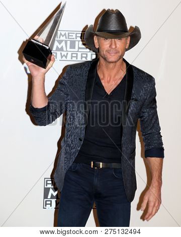 LOS ANGELES - NOV 20:  Tim McGraw at the 2016 American Music Awards - Press Room at Microsoft Theater on November 20, 2016 in Los Angeles, CA