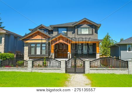Brand New Luxury Family House In Suburbs Of Vancouver, Canada